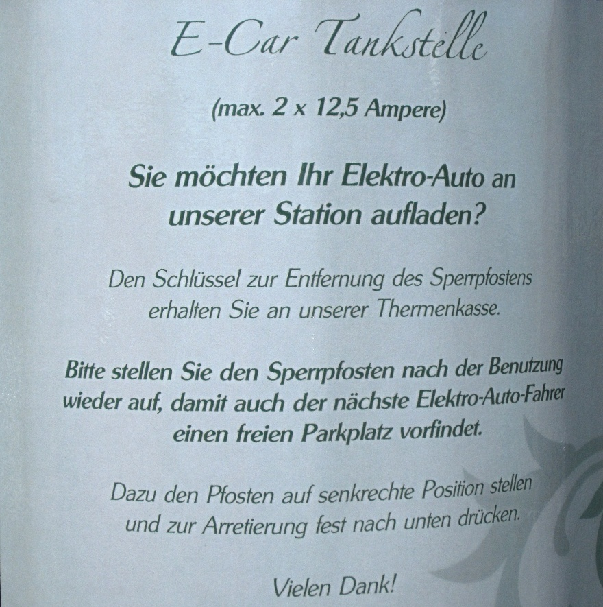 Schild an Ladestation